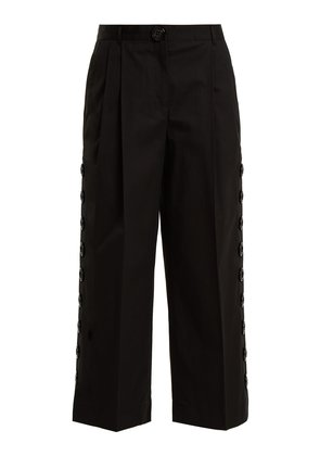 Button-embellished cropped trousers