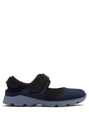 Cut-out low-top neoprene trainer