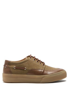Exaggerated-sole deck shoes