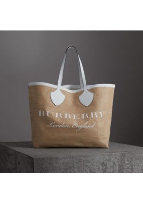 Burberry The Giant Tote in Logo Print Jute, White