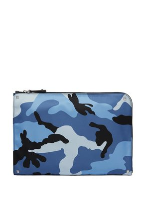Camouflage-print pouch