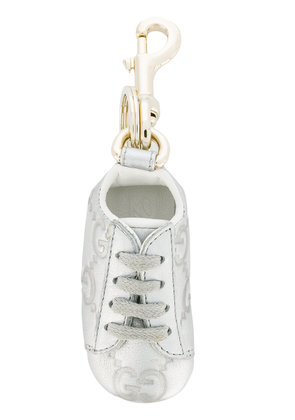Gucci GG embossed sneaker keyring - Grey
