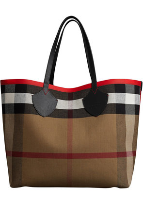 Burberry The Giant Reversible Tote in Canvas Check and Leather - Red