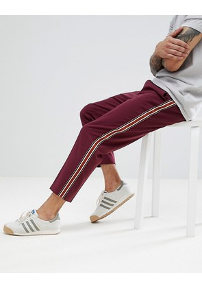 ASOS DESIGN Tapered Trousers In Burgundy With Side Stripe Tape - Burgundy