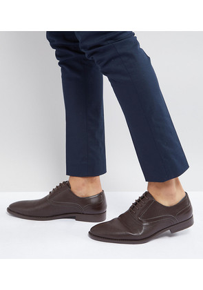 ASOS Wide Fit Oxford Shoes In Brown Faux Leather With Emboss Detail - Brown