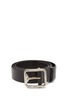 Engraved-buckle leather belt