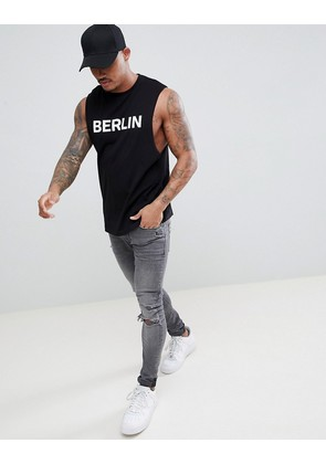 ASOS DESIGN sleeveless t-shirt with dropped armhole and berlin print - Black