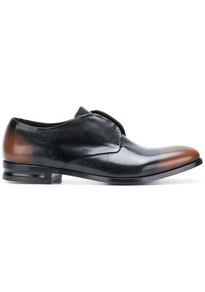 Alexander McQueen faded laceless brogues - Brown