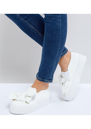 ASOS DISCOVERY Wide Fit Bow Flatform Plimsolls - White