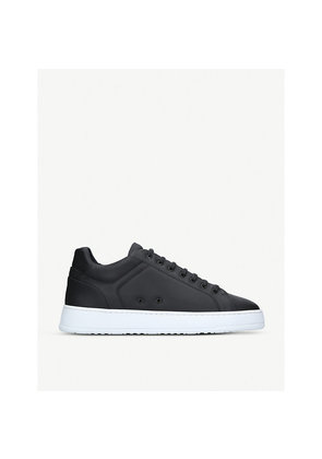 Low 4 court trainers