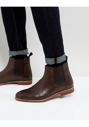 ASOS Chelsea Boots In Brown Leather With Contrast Sole - Brown