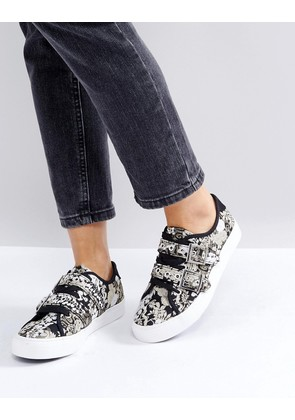 New Look Tapestry Buckle Trainer - Multi