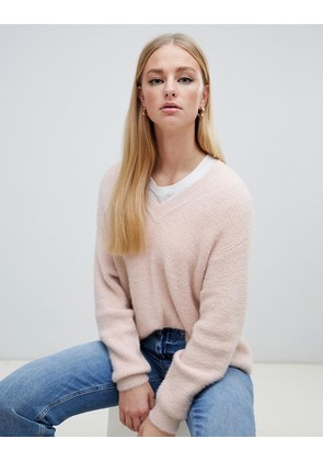 New Look v neck fluffy jumper in nude - Nude