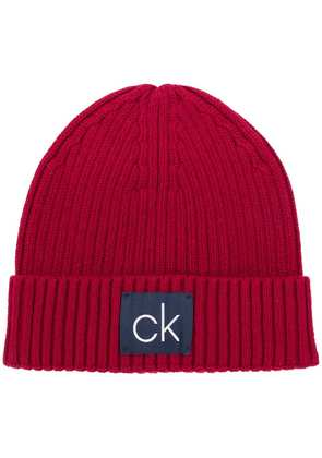 Calvin Klein ribbed logo beanie - Red