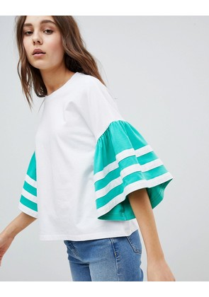 ASOS DESIGN t-shirt in boxy fit with contrast ruffle sleeve - White