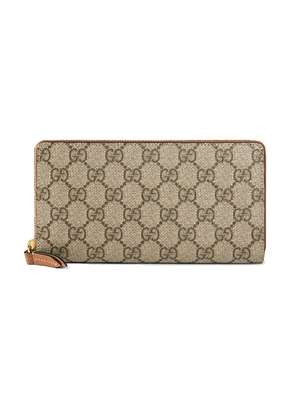 Gucci GG Supreme zip around wallet - Brown