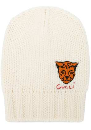 Gucci tiger embroidered knit beanie - White
