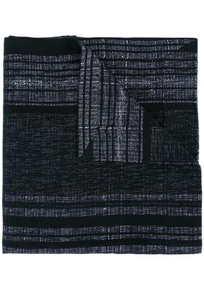 A New Cross artisanal shawl with magnet fastening - Black