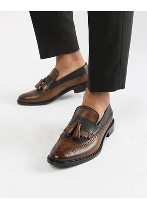 ASOS DESIGN loafers in tan and black leather with natural sole and fringe detail - Tan