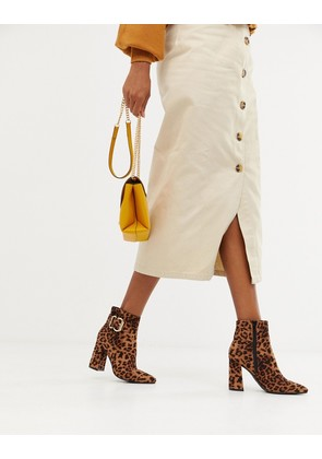 New Look buckle detail heeled boot in leopard - Stone