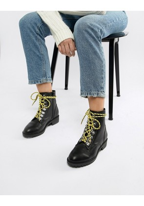 New Look Contrast Lace Hiker Flat Boot - Black