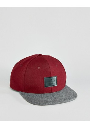 ASOS Snapback Cap With Melton Contrast - Burgundy/grey