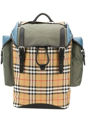 Burberry iconic check backpack - Neutrals
